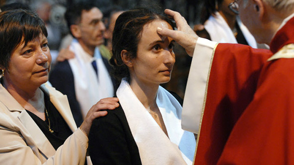 La confirmation , un des sacrements de l'Église catholique
