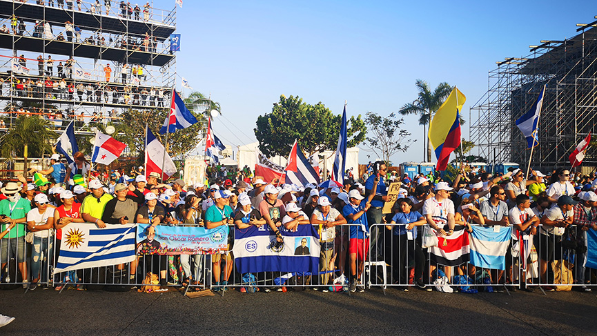 WYD Panama 2019, people gathered to see Pope Francis.