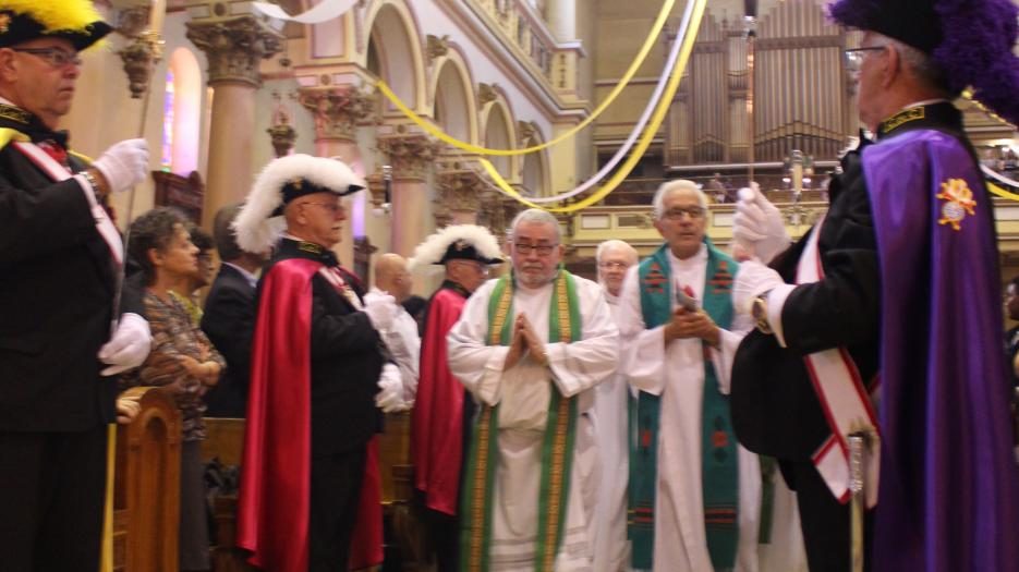 The celebrants are coming in. (Photo: Isabelle de Chateauvieux) © Catholic Archdiocese of Montreal