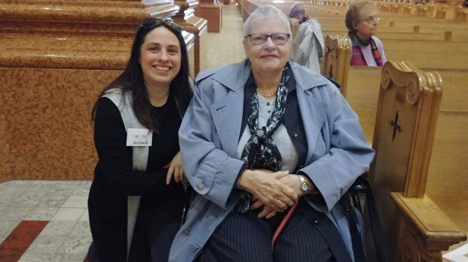 Caroline Tanguay, assistant to the vicars general on matters concerning religious heritage and art, caringly helped one of the donors, Francine Lemieux, get around in her wheelchair.