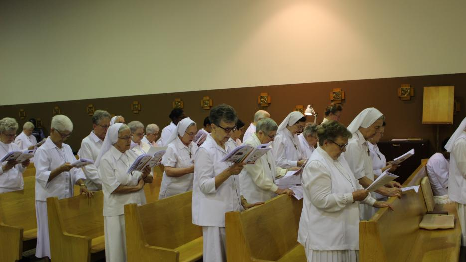 The sisters singing the sanctus in Japanese