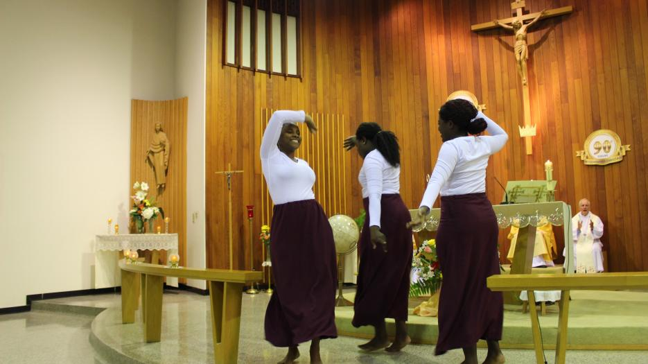 A dance by young women from Amitié Jeunesse of Saint Vital's parish to conclude the celebration