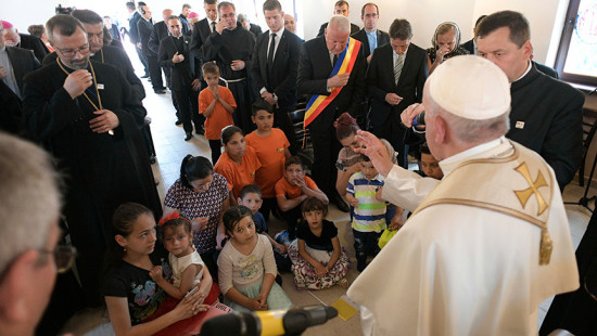 Pope with Roma community: A request for forgiveness in the footsteps of tradition